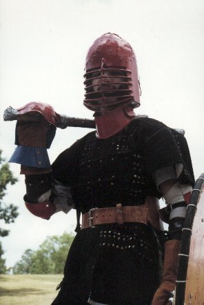 Lord Ernán Ó Conaill in a rare armored shot at a Pine Log Park fighter practice in the summer of A.S. XXXI (1997)