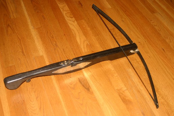 Crossbow hand-made by Baron Michael de Multon (2009)